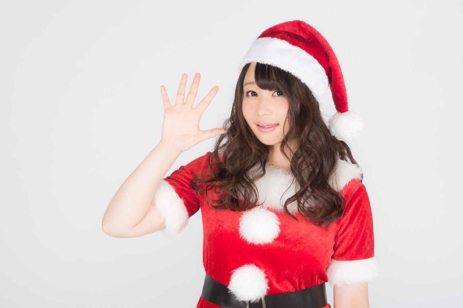 「社畜のみなさーん!あと5日でクリスマスですよ!社畜のみなさーん!あと5日でクリスマスですよ!」[モデル:茜さや]のフリー写真素材を拡大