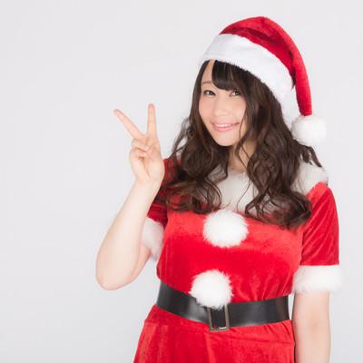 「あと2日でクリスマス!女性サンタがカウントダウン!」の写真素材