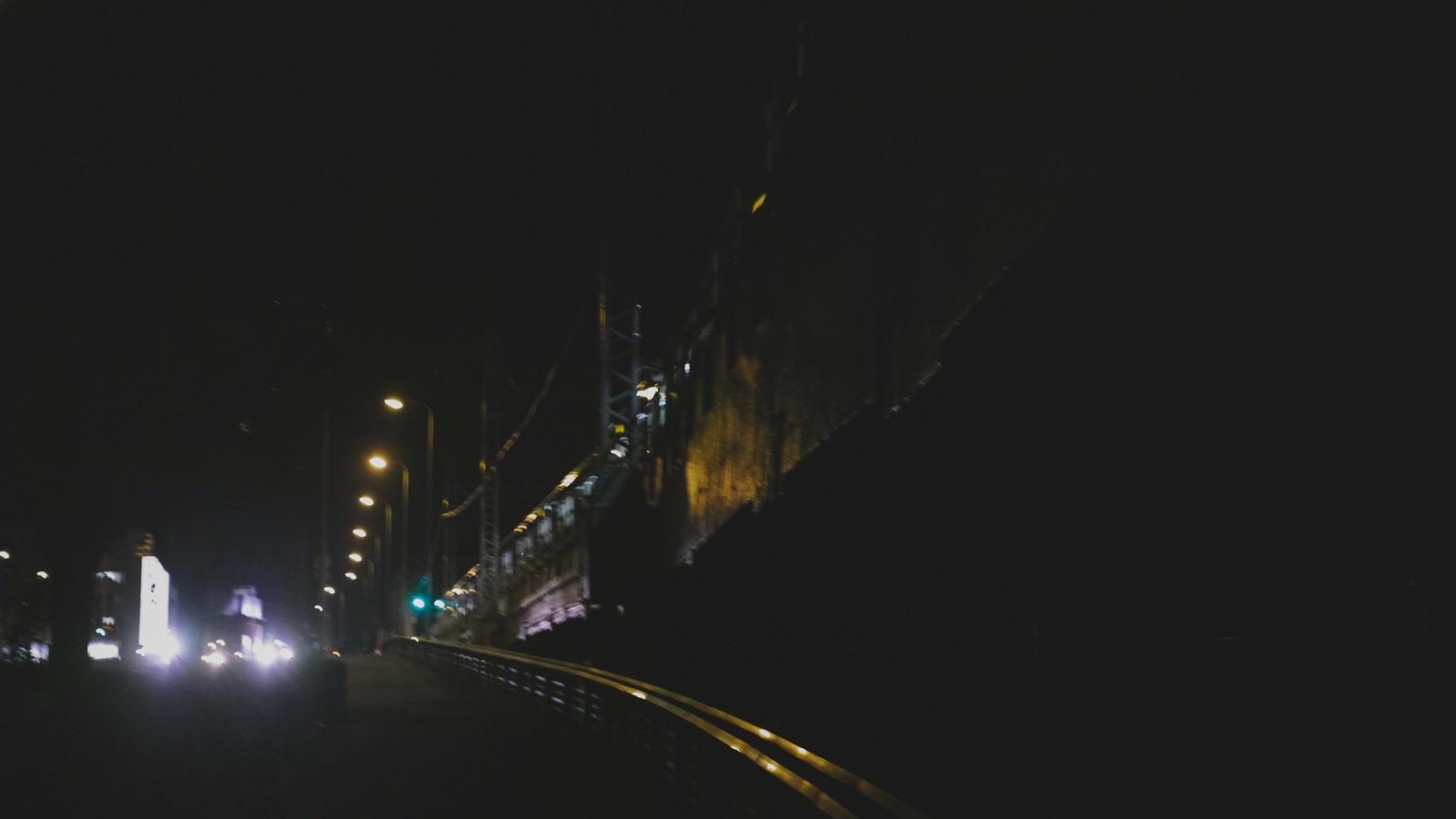 「終電を逃して徒歩帰り」の写真