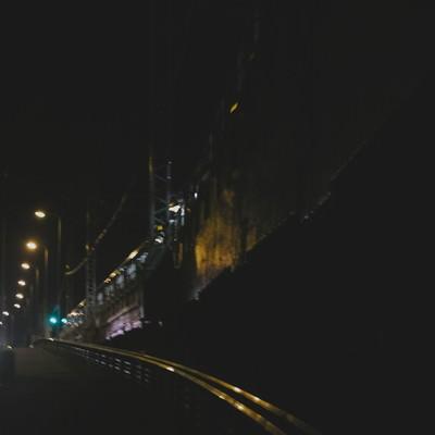 「終電を逃して徒歩帰り」の写真素材