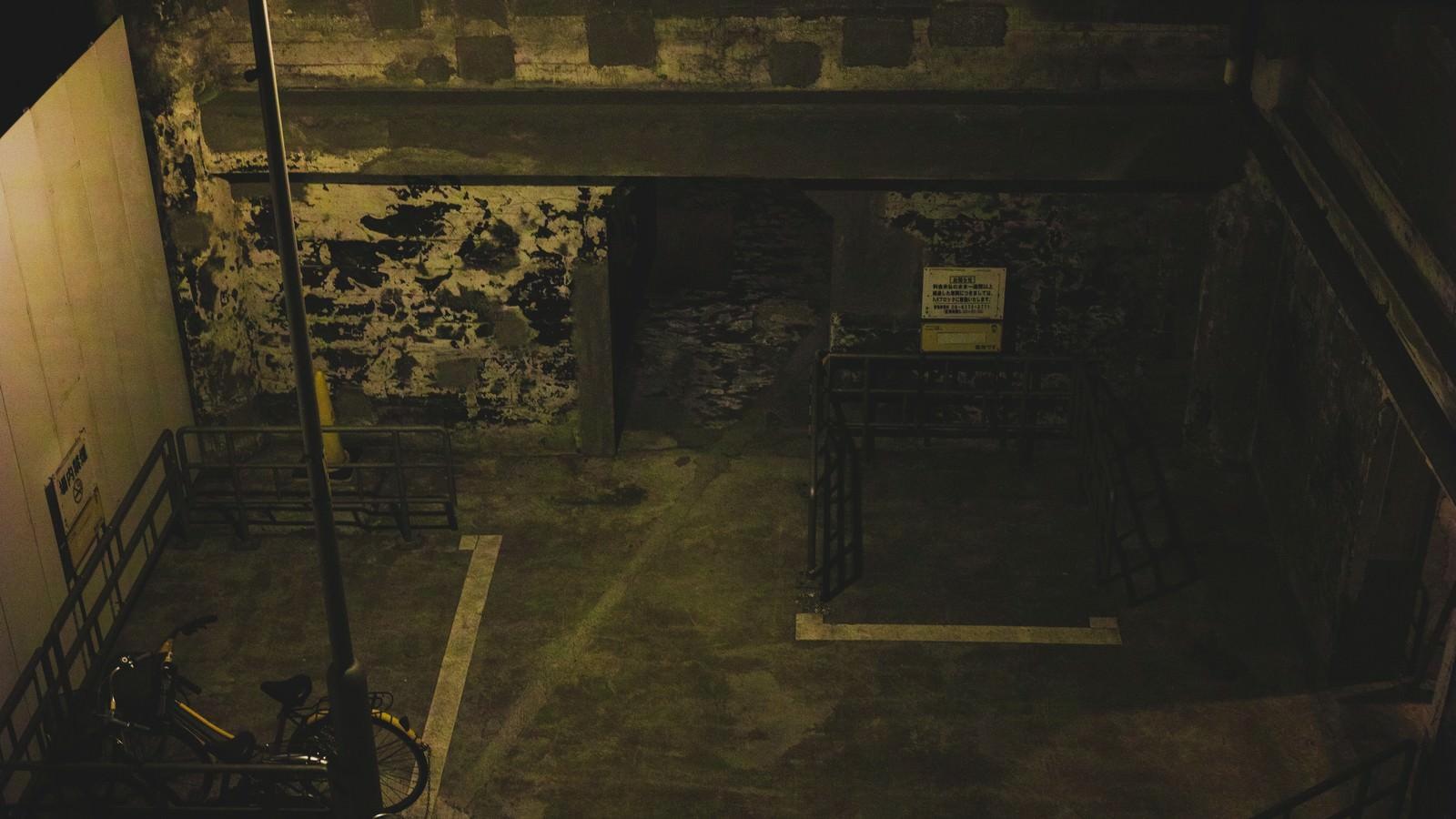 「真夜中の地下駐輪場」の写真