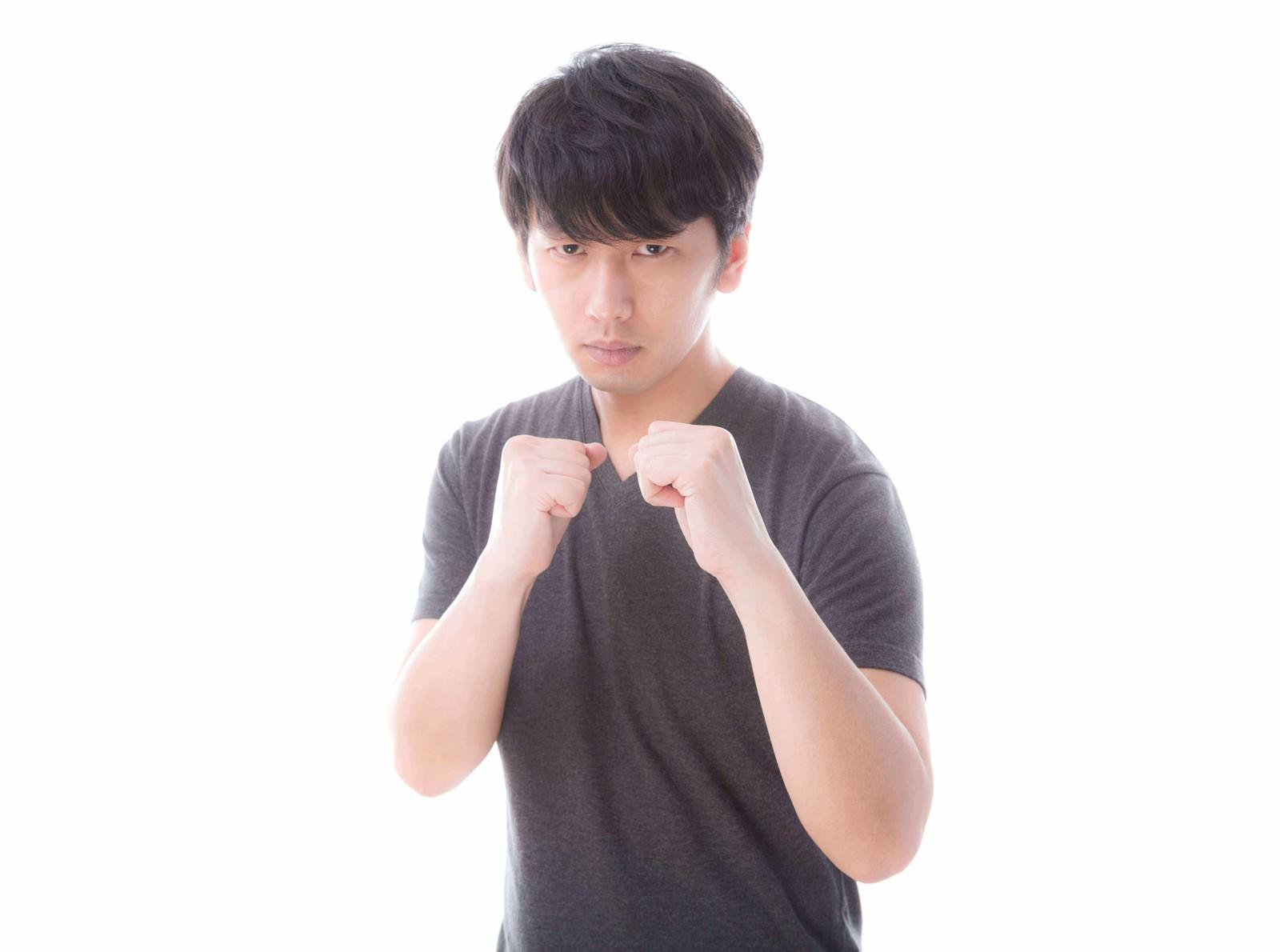 「イメージトレーニングで巨大生物と闘うグラップラー」の写真[モデル:大川竜弥]