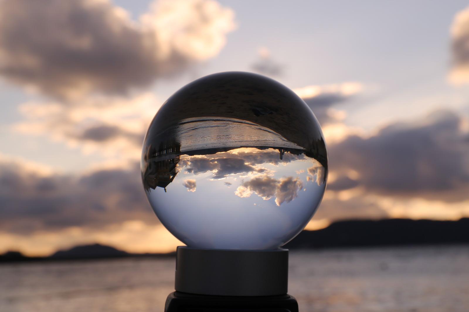 「ガラス玉の中の静寂な海」の写真