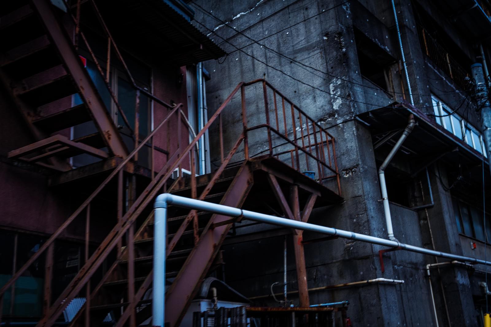 「年期の入った工場年期の入った工場」のフリー写真素材を拡大
