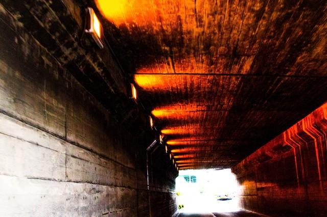 老朽化したトンネルの写真