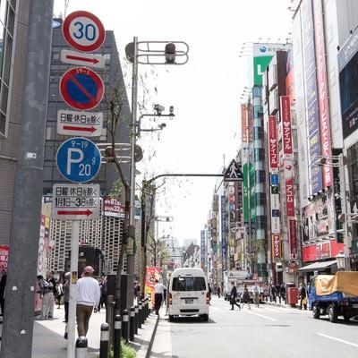 「新橋駅前の通り」の写真素材
