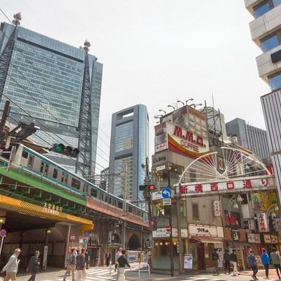 「新橋西口通り交差点」の写真素材