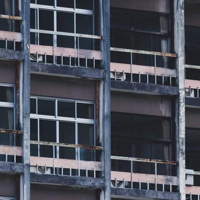 潰れた旅館の客室外観の写真