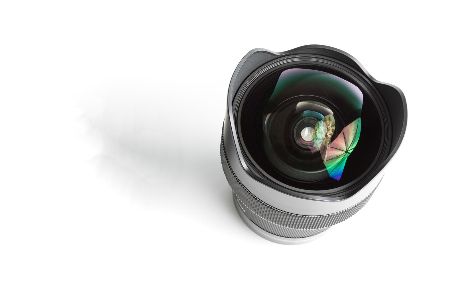 カメラレンズ14mm F1.4(11群16枚)に反射するアンブレラのフリー素材