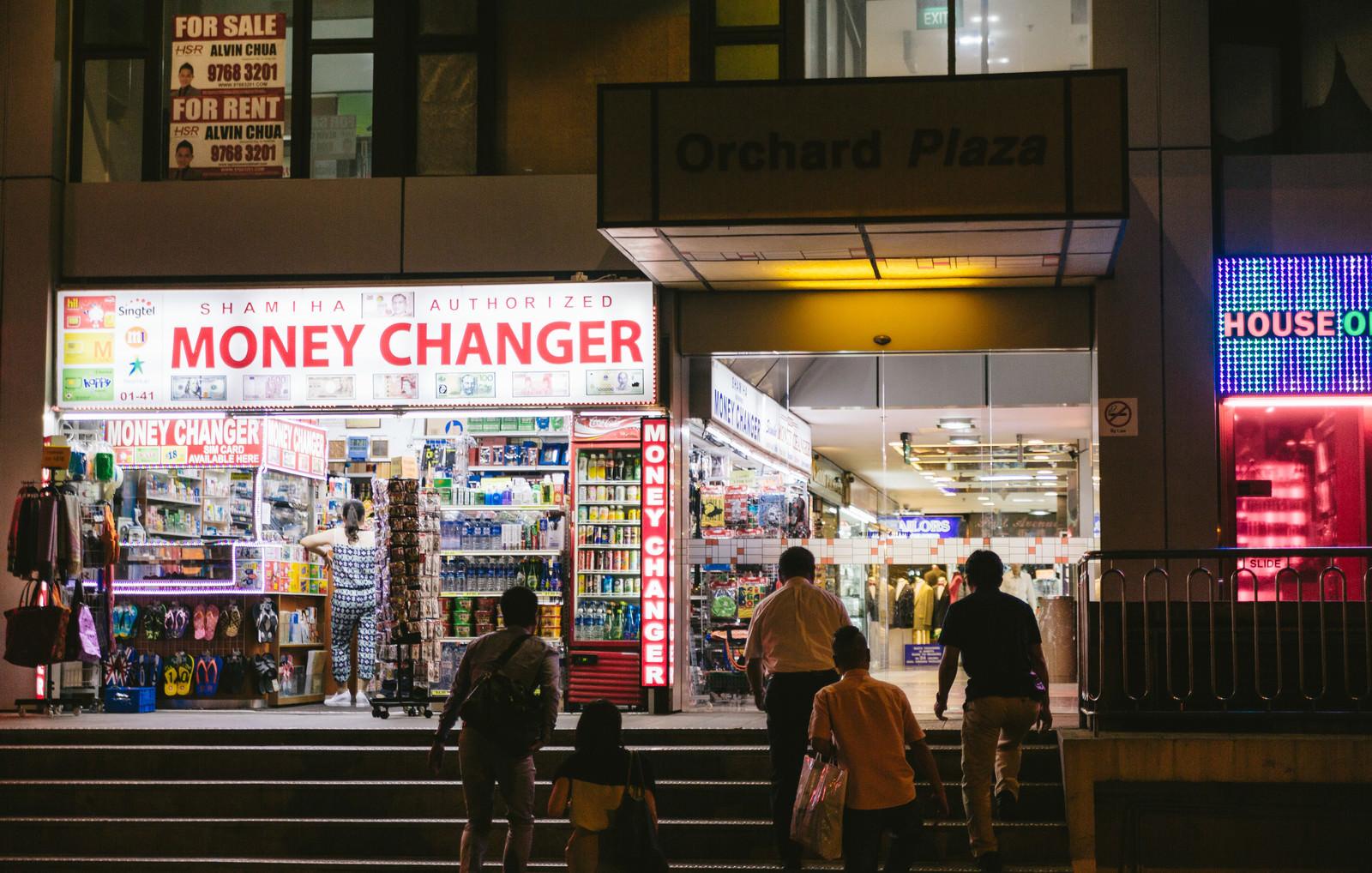 「オーチャード地区のMONEY CHANGER」の写真