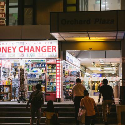 「オーチャード地区のMONEY CHANGER」の写真素材