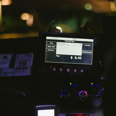 「タクシーの精算(シンガポール)」の写真素材