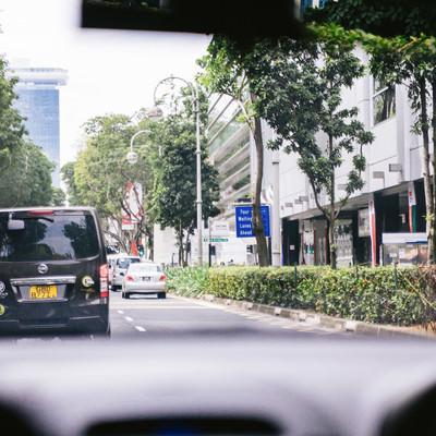 車でシンガポールを移動中の写真