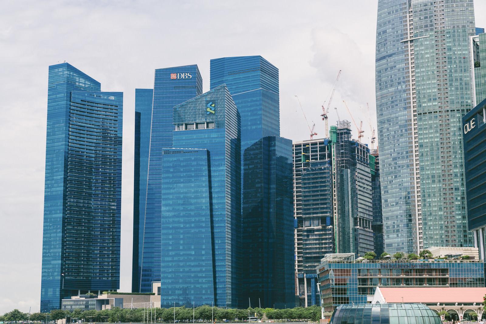 「シンガポールのビル群(一部工事中)」の写真