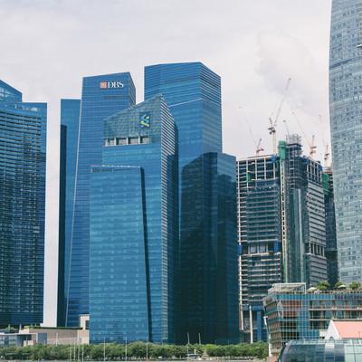シンガポールのビル群(一部工事中)の写真