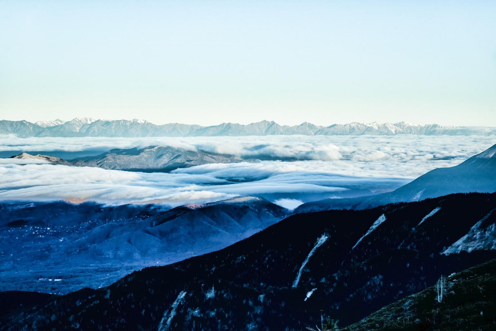 「流れ行く雲海と北アルプス」の写真