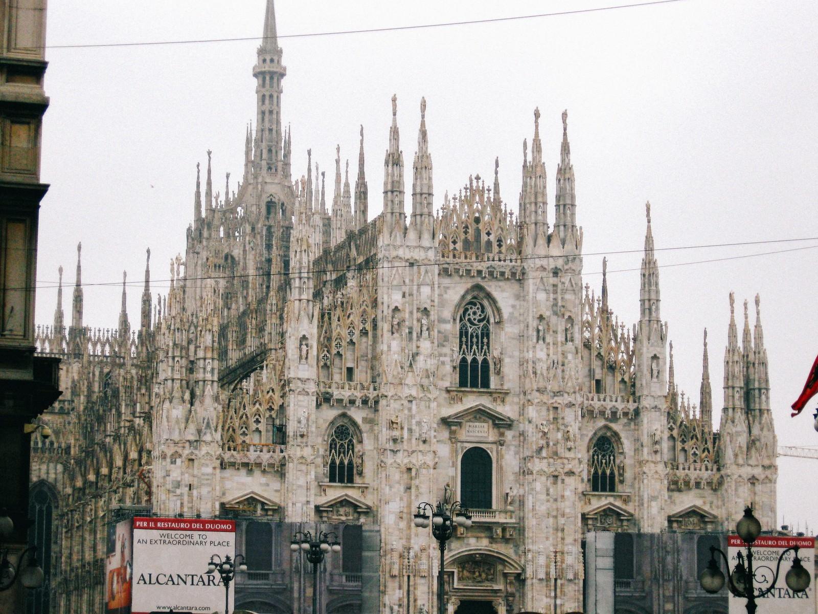 「ミラノの大聖堂ドゥオーモ(サンタ マリア ナシェンテ教会)」の写真