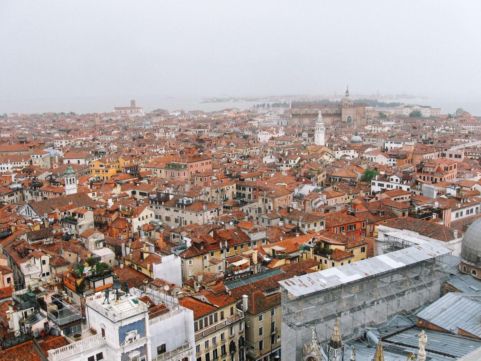 「ベネチアの建物と街並み(イタリア)」の写真