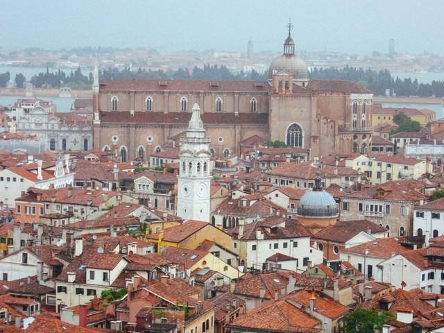 ベネチアの街並みと鐘楼(イタリア)の写真