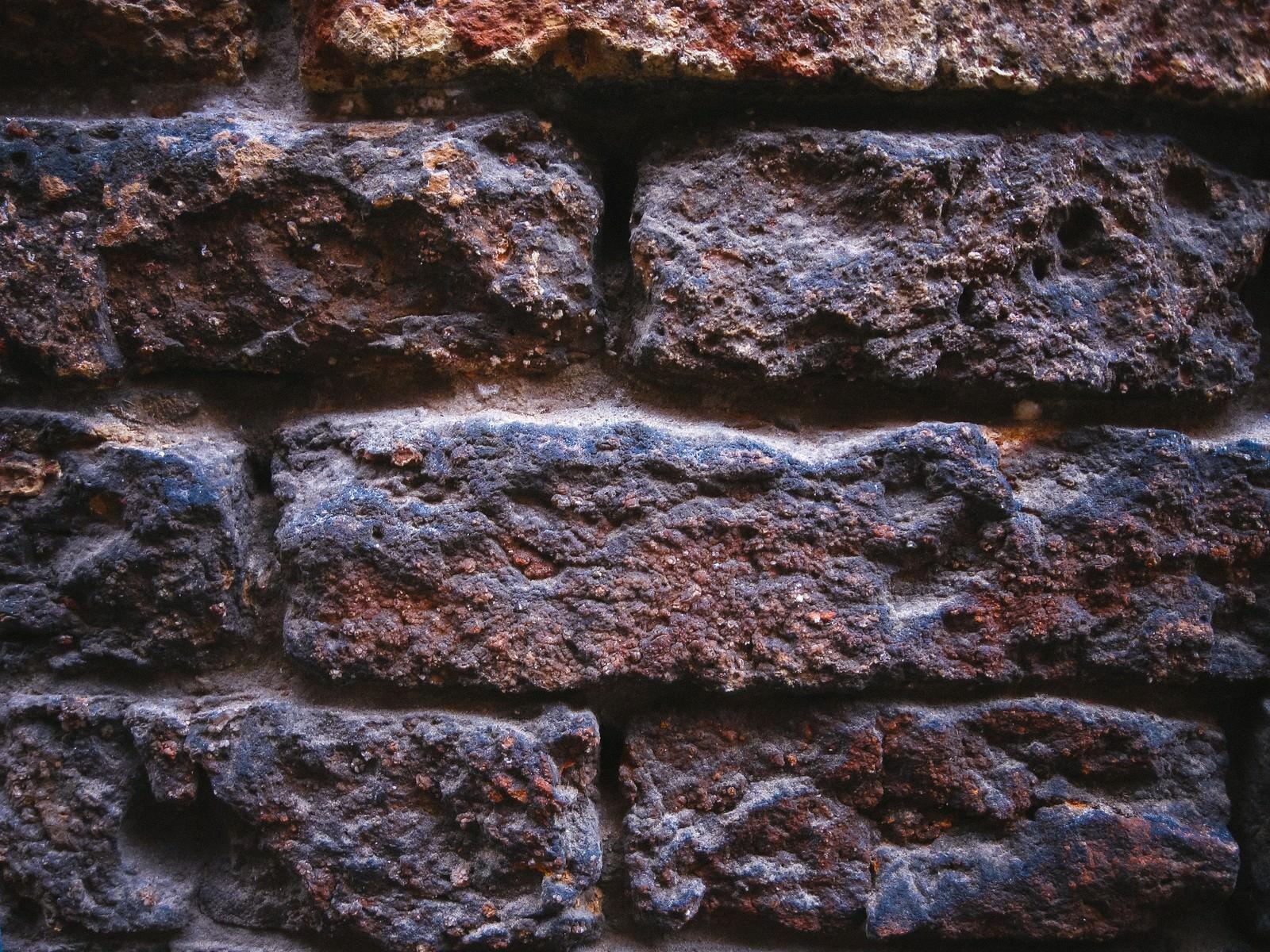 「建造物に使われているレンガ」の写真