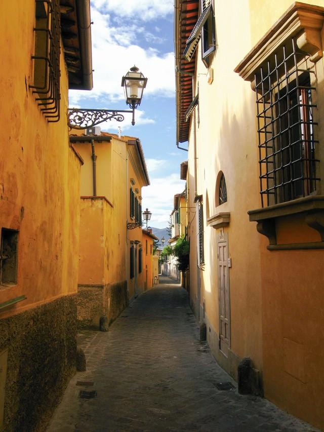 フィレンツェ民家と路地裏(イタリア)の写真