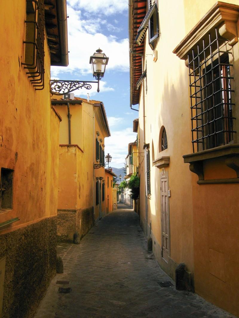 「フィレンツェ民家と路地裏(イタリア)」の写真