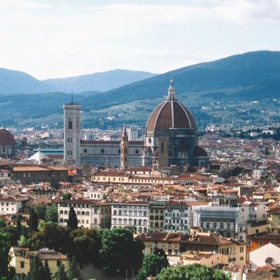 フィレンツェの街並みとサンタ マリア・デル・フィオーレ大聖堂(イタリア)の写真