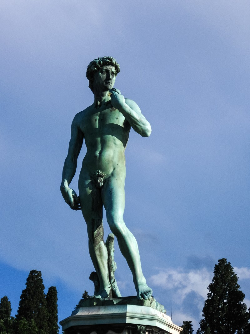 「ミケランジェロ広場の銅像(イタリア)」の写真