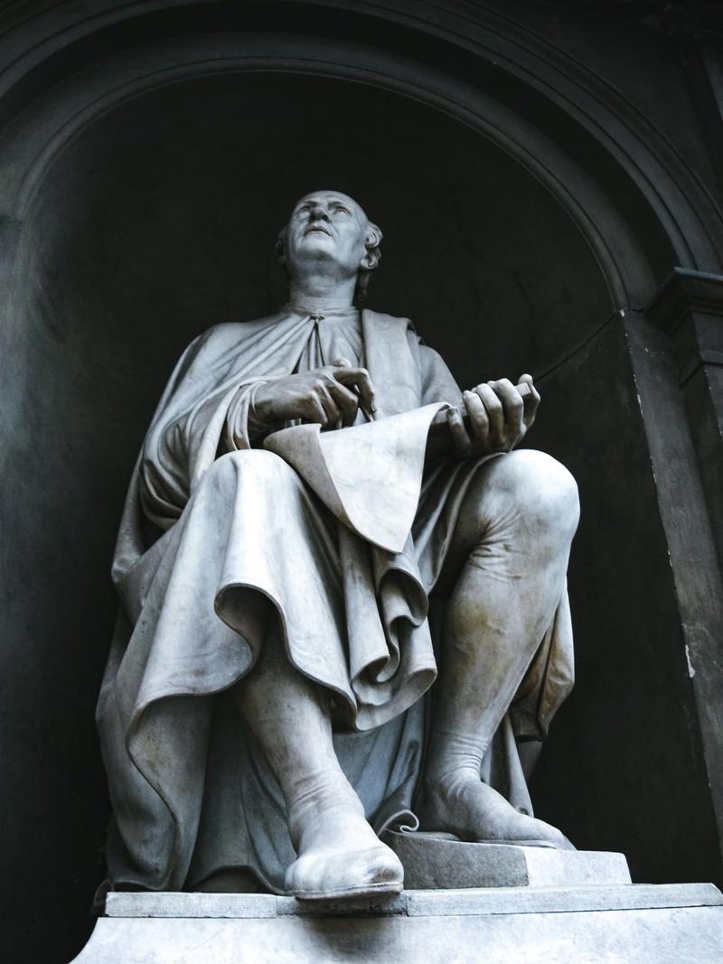 「フィレンツェにある石像(イタリア)」の写真