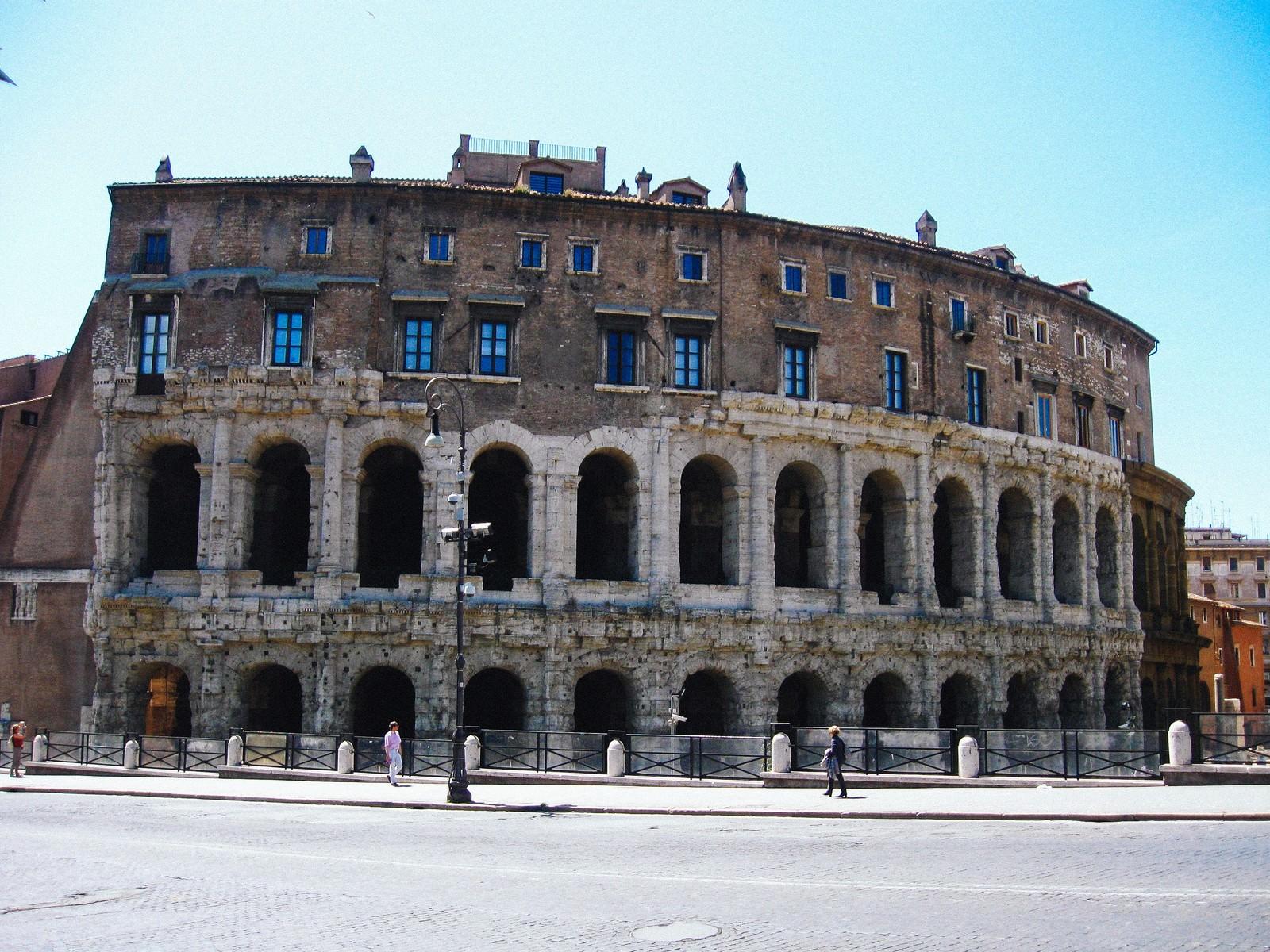 「ローマにあるマルチェッロ劇場(イタリア)」の写真