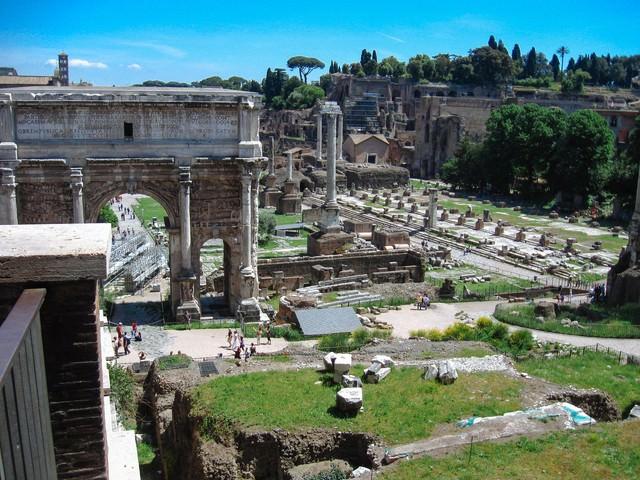 フォロ・ロマーノの凱旋門(ローマ)の写真