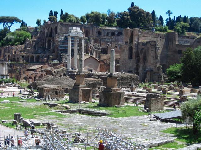 修復中のフォロロマーノ(ローマ)の写真