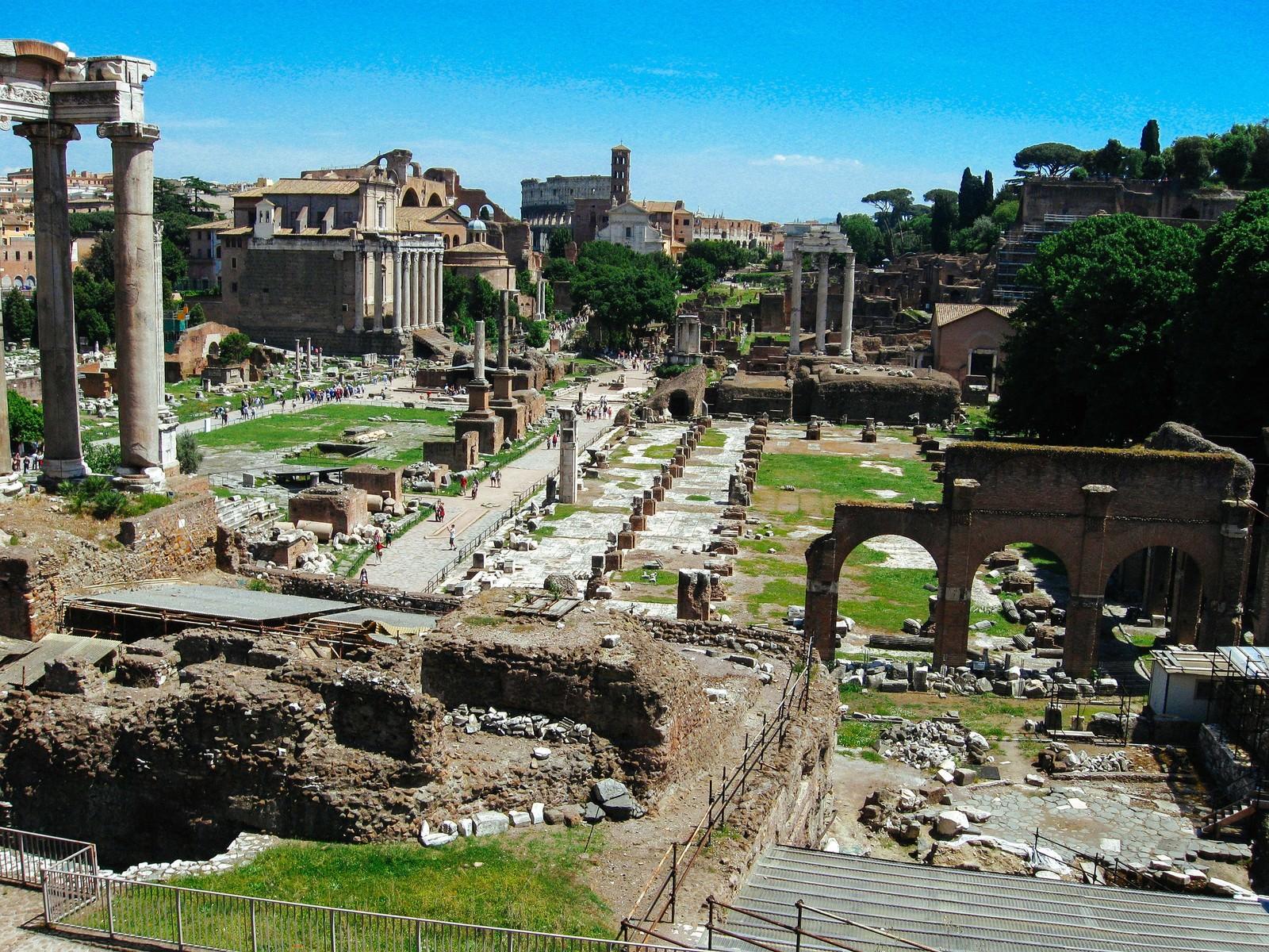 「フォロ・ロマーノ遺跡(ローマ) | 写真の無料素材・フリー素材 - ぱくたそ」の写真