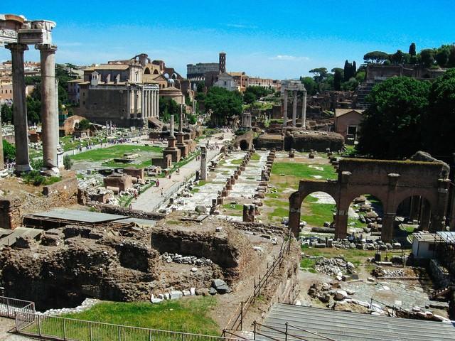 フォロ・ロマーノ遺跡(ローマ)の写真