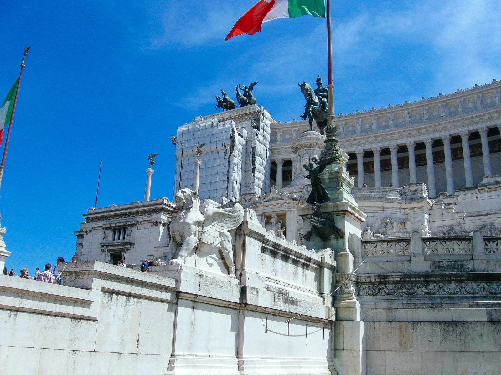 「ローマの美術館と石像(イタリア)」の写真