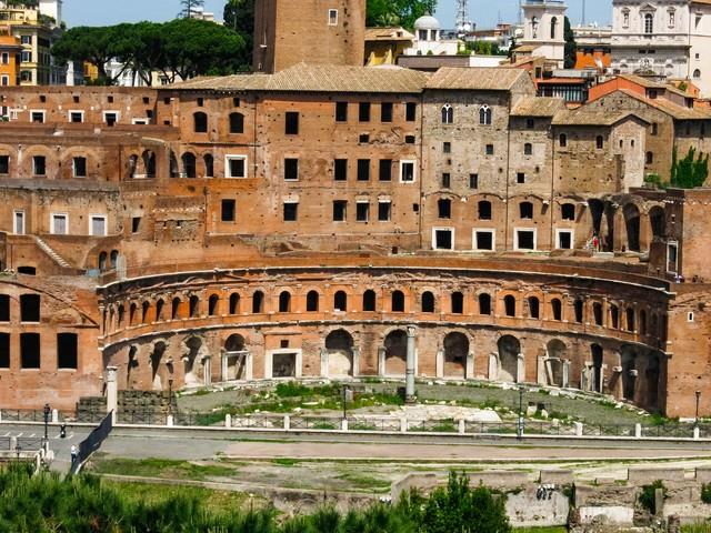 ローマの建造物跡(イタリア)の写真