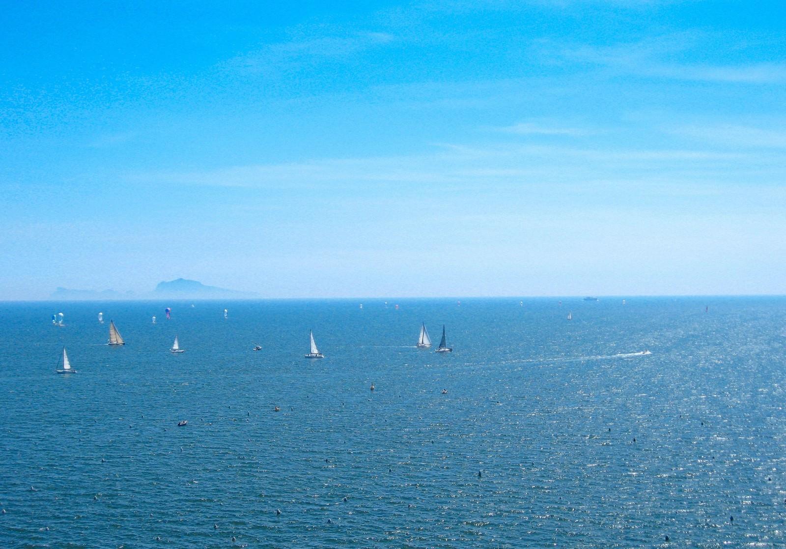 「ナポリの青い海と空(イタリア)」の写真