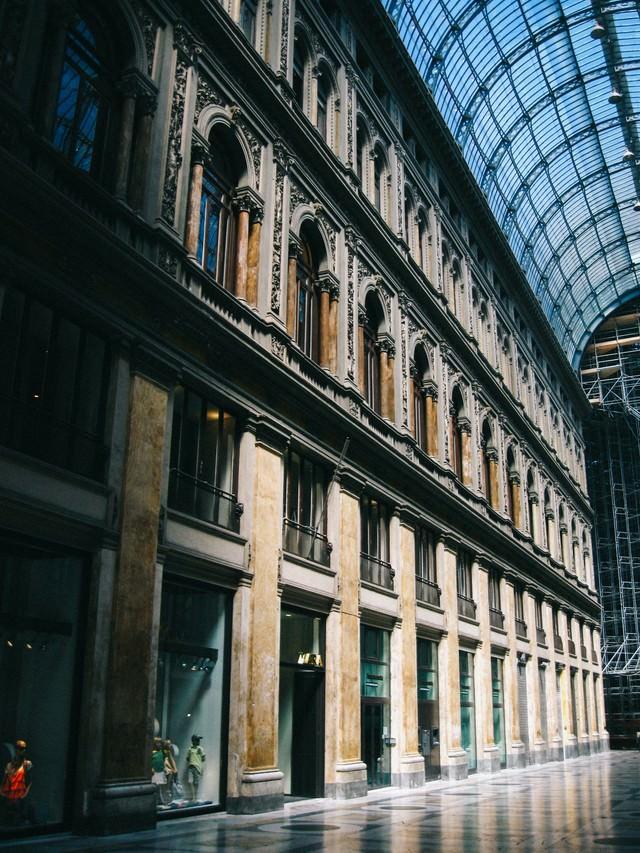 ナポリのアーケード街(イタリア)の写真