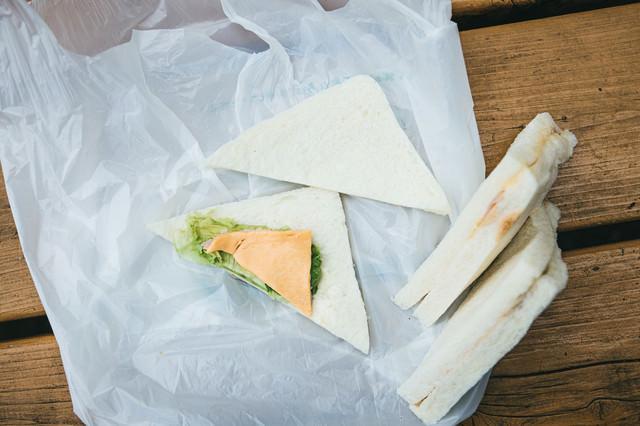 サンドイッチを開いてみたら中身の具がスカスカだったの写真