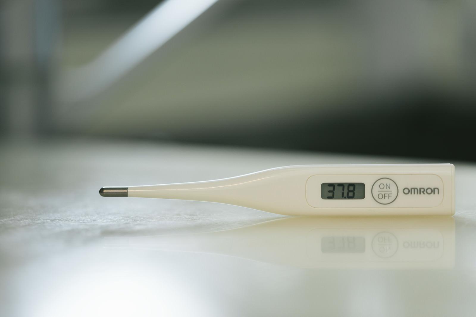 「37度8分の体温計」の写真