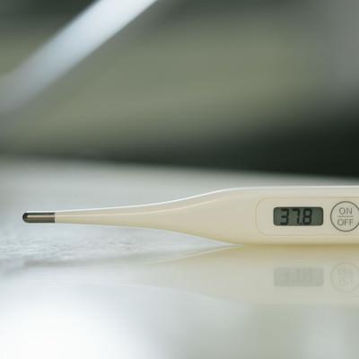 「37度8分の体温計」の写真素材