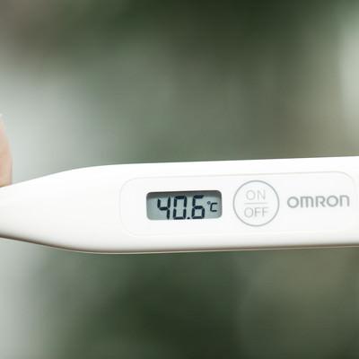 「40度以上の高熱が出ました(体温計)」の写真素材