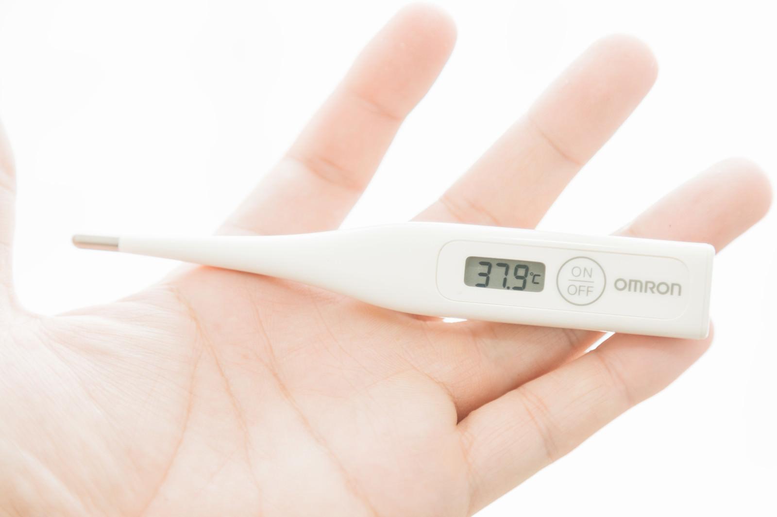 「風邪をひいたので熱を測ったら37.9℃風邪をひいたので熱を測ったら37.9℃」のフリー写真素材を拡大