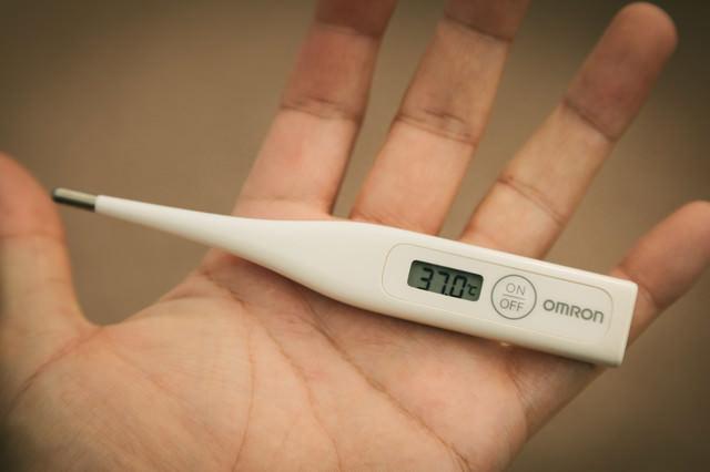 体温計37.0℃(微熱)の写真