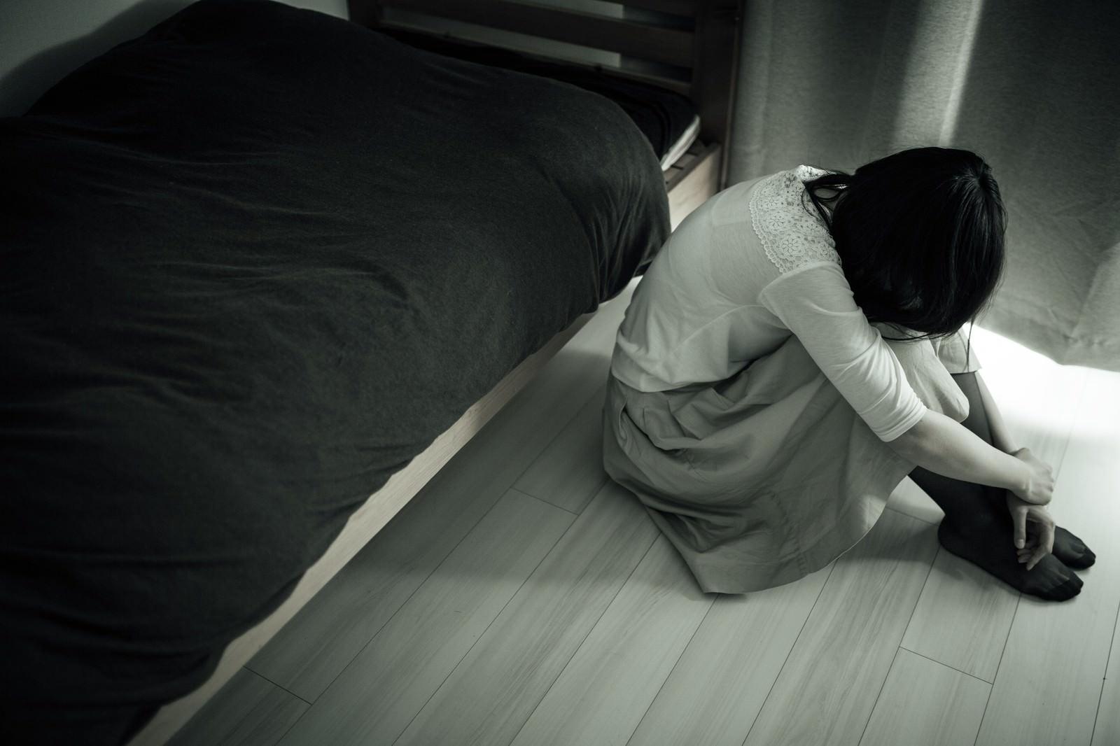 「ジャパニーズホラーごっこ(憂鬱な朝)」の写真[モデル:たけべともこ]