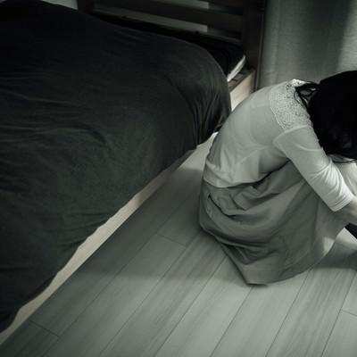 「ジャパニーズホラーごっこ(憂鬱な朝)」の写真素材