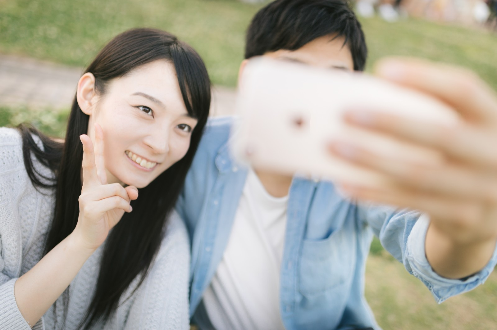 「彼氏と思い出の自撮り(セルフィー)彼氏と思い出の自撮り(セルフィー)」のフリー写真素材を拡大