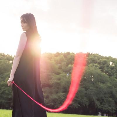 「私たちは赤い糸で結ばれているの(ウフフ)」の写真素材