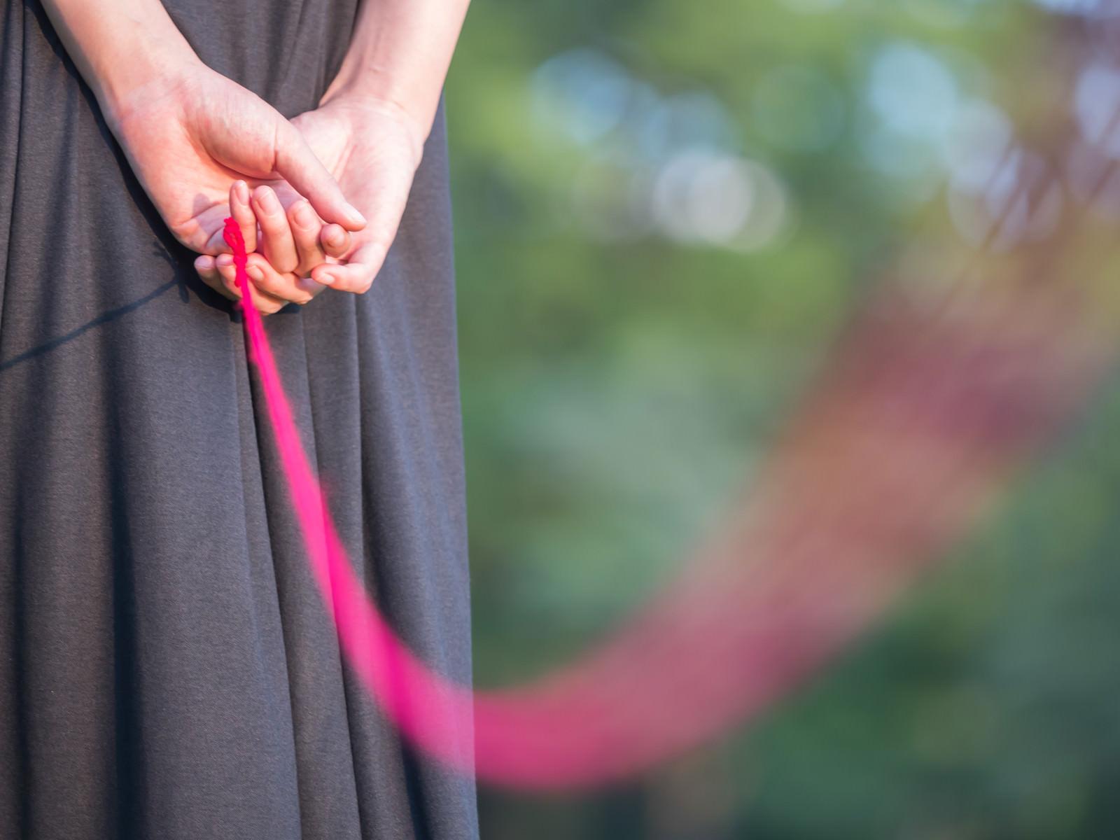 「私と赤い糸で繋がれています」の写真
