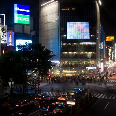 「夜の渋谷交差点」の写真素材